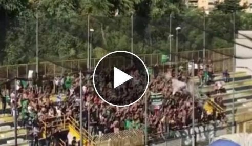 Cavese-Avellino 2-0: il Tifo del Settore Ospiti (Video)