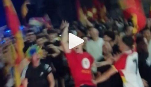 """Benevento in Serie A e parte il coro """"Chi non salta è di Avellino"""" (Video)"""